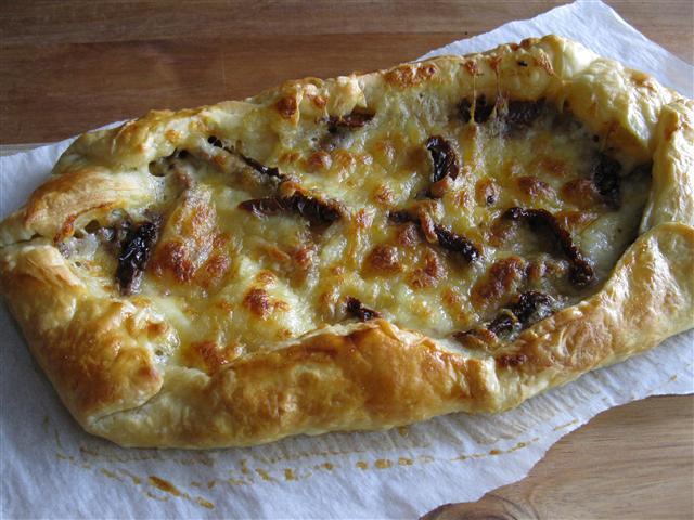 Sundried Tomato & Roasted Garlic Galette