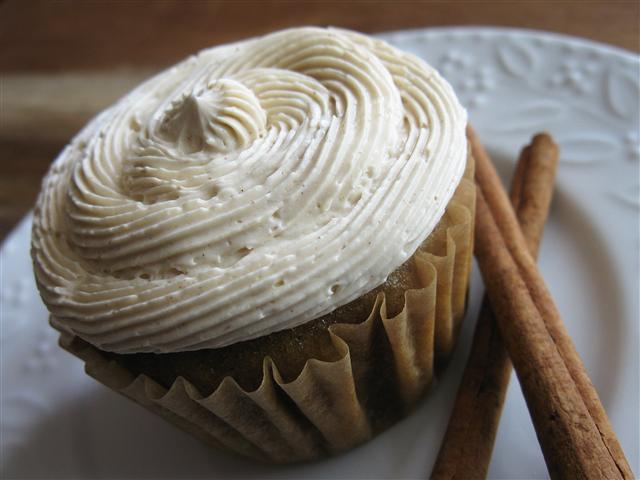 Apple-Oat Cupcakes with Honey-Cinnamon Buttercream