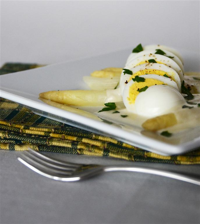White Asparagus with Hardboiled Egg & Fontina Fondue