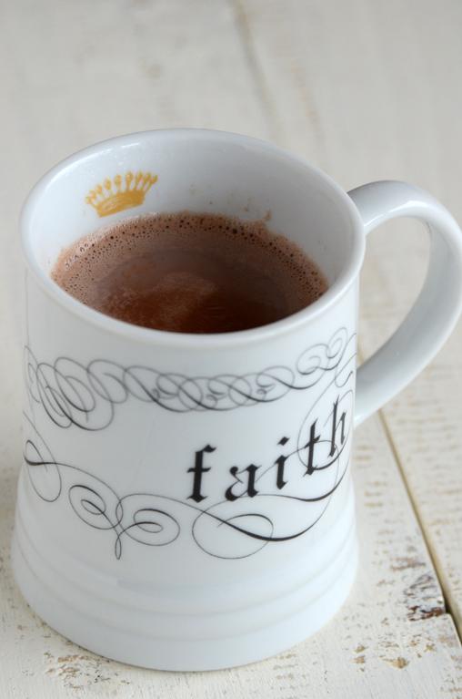 Skinny Caramel Hot Cocoa