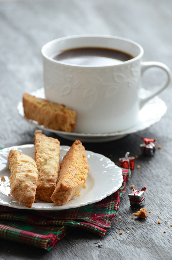 Nutty Biscotti {7 Days of Festive Holiday Treats}