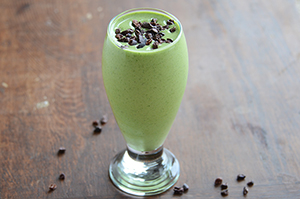 Healthy Shamrock Shake {Mint-Flavored Smoothie}