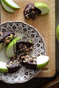 Healthy Candy Apple Wedges {Paleo}