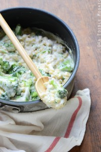 Stovetop White Cheese Macaroni and Cheese with Broccoli