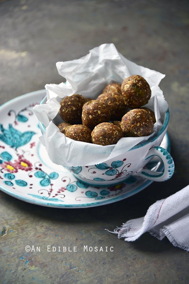 no-bake-oatmeal-cookie-energy-bites-gluten-free-3