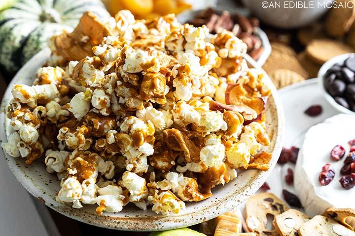 easy homemade apple caramel popcorn recipe