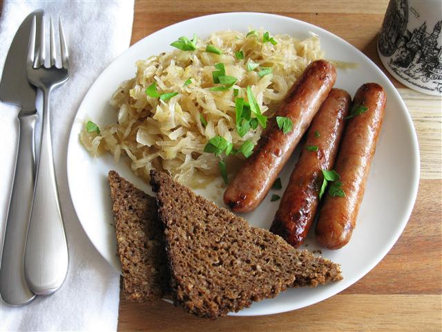 Колбаски с квашеной капустой рецепт