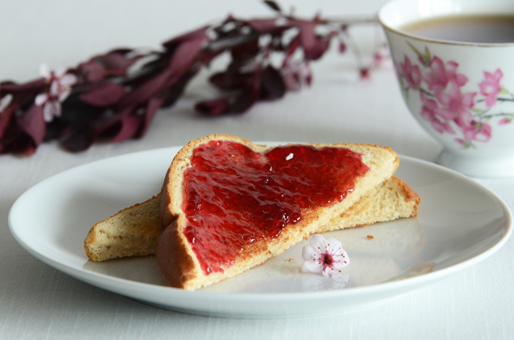 Rose Jelly Cake Recipe: Rose Petal Jelly